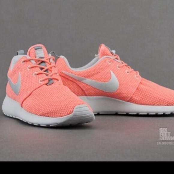 Nike Rosche 6.5 coral orange shoes